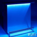 Le bar portatif DELUX, le bar mobile le plus spectaculaire avec son fini en acier inoxydable brossé et son éclairage holographique 3d